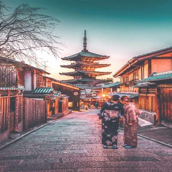 Best things to do in Kyoto, Japan. Walking the The Gion district of Kyoto is one of the most histor